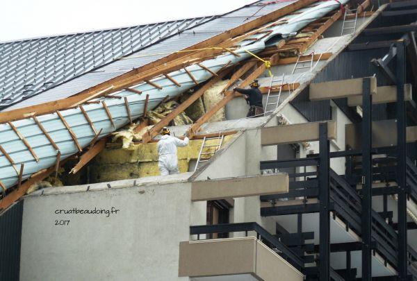 Peinture de toit couverture en toles noxidation de toiture - Toiture metallique isolante ...