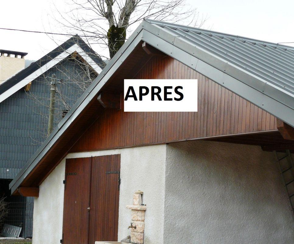 Habillage protection bandeau bois et planche de rives en tole for Maison toit tole