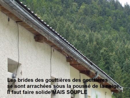 Brides arraché par la neige en montagne