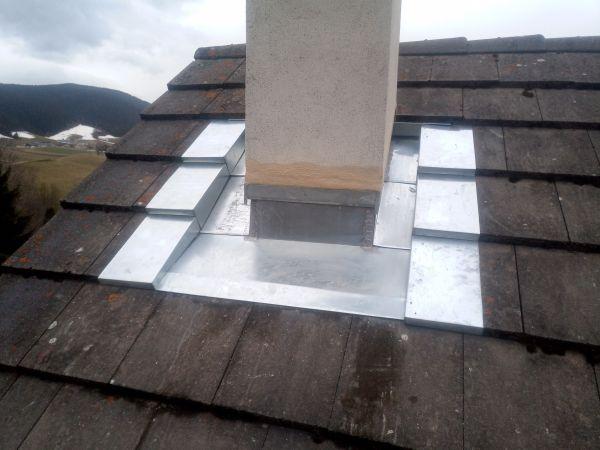 Abergement de cheminée en tuile plate